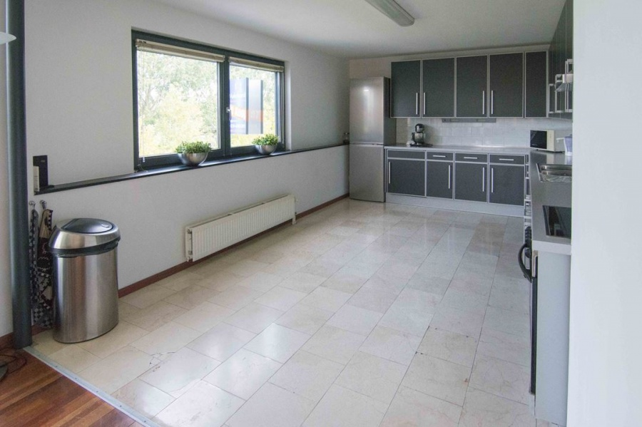 Vloeren woonkamer marmoleum