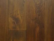 Nieuwe Houten Vloer : 120 m2 nieuwe houten vloer met plinten voor de woonkamer houten